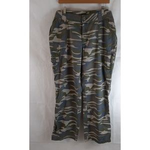 CABALA'S Bayou Camo Women's Cargo Pants 18